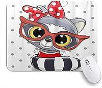 KAPANOU マウスパッド、赤いガラスのかわいい漫画アライグマ おしゃれ 耐久性が良い 滑り止めゴム底 ゲーミングなど適用 マウス 用ノートブックコンピュータマウスマット