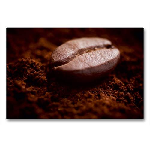 CALVENDO Premium Textil-Leinwand 90 x 60 cm Quer-Format Eine Kaffebohne liegt auf duftendem frisch gemahlenem Kaffee, Leinwanddruck Verlag
