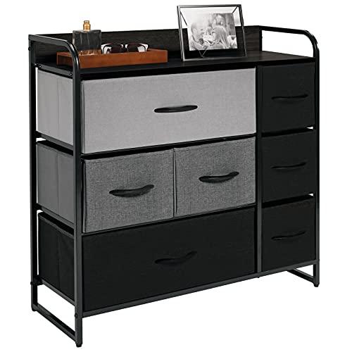 mDesign Cómoda para dormitorio con 7 cajones – Mueble con cajones ancho para el salón, la habitación o el pasillo – Cajonera de metal, MDF y tela para guardar ropa – gris/negro