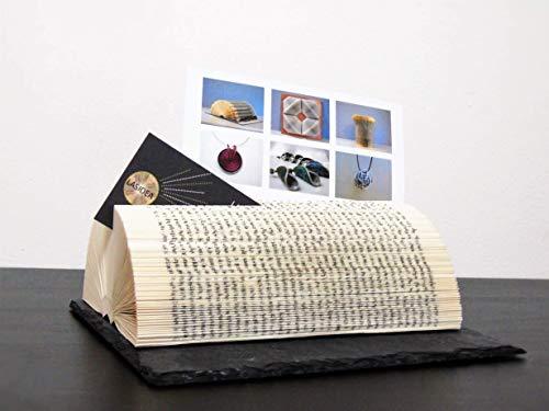 Notizzettelhalter (Foto-, Memo-, Zettel-, Kartenhalter) aus gefaltetem Buch auf Schieferplatte, Verpackung für Geschenkgutschein/Visitenkarten