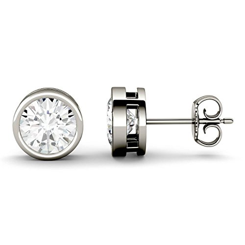 Charles & Colvard Forever One par de pendientes de botón - Oro blanco 14K - Moissanita de 8 mm de talla redonda, 3.8 ct. DEW