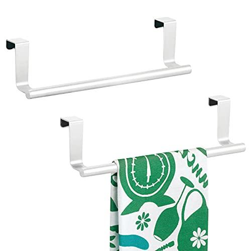 mDesign Set da 2 porta strofinacci – Porta asciugamani cucina da appendere alle ante dei mobili – Porta asciugamani bagno in metallo inossidabile – bianco opaco