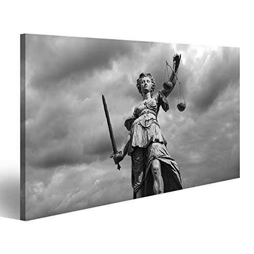 Bild Bilder auf Leinwand Schwarzweiß Statue der Justizgöttin (Justitia) mit bewölktem Himmelshintergrund Wandbild Poster Leinwandbild TJU