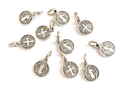 10 Medallas San Benito Metal con baño de Plata. Es una de Las medallas más Antiguas de la cristiandad, y quienes la portan creen Que Tiene Poder contra el Mal.