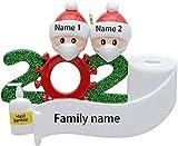 🎄 【Ornamento natalizio unico】 Ornamento natalizio con nome personalizzato con cappello e striscione vuoti. Puoi personalizzare l'ornamento natalizio unico della famiglia in base al nome e al testo che fornisci. 🎄 【Proprietà personalizzate regolabili】...