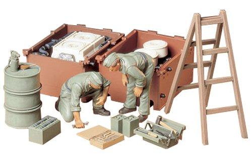 タミヤ 1/35 ミリタリーミニチュアシリーズ No.180 ドイツ陸軍 戦車兵 エンジン整備セット プラモデル 35180