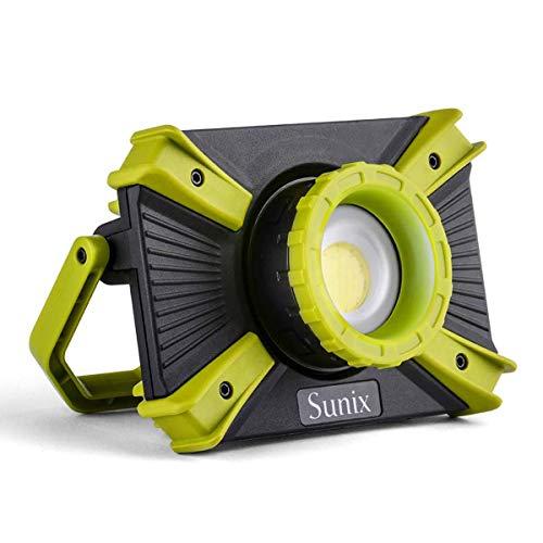 Sunix Projecteur à focalisation LED, Lampe de Travail Rechargeable zoomable, Lampe de sécurité magnétique, 30W 1600LM, Portable étanche IP64 avec Port USB 5V 2.1A et Mode SOS