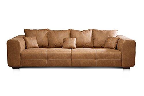 CAVADORE Big Sofa Mavericco / XXL Polstercouch im modernen Design in Lederoptik / Inklusive Rückenkissen und Zierkissen / 287 x 69 x 108 cm (BxHxT) / Mikrofaser Cognac