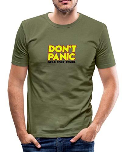 Don't Panic - Grab Your Towel - Keine Panik - greif dir Dein Handtuch Männer Slim Fit T-Shirt, XL, Khaki Grün