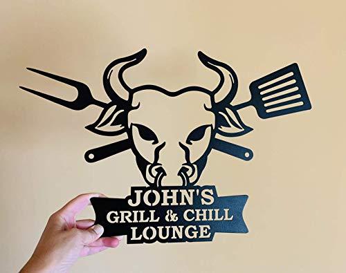 Personalisierter Schild Grill and Chill Lounge BBQ Zeichen Grillen Kunst Wand-Dekor Wanddekoration Einweihungsgeschenk Wandschild, Metall Blechschild Dad's BBQ Wandbehang Barbecue Stierkopf Bull Head