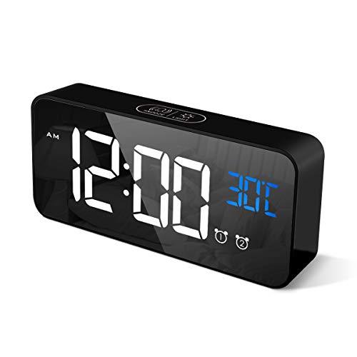 CHEREEKI Réveil Numérique, Horloge Numérique LED Horloge Digitale Réveil Aver Température/Snooze/ 2 Alarme/12/24 Heures/Port de Recharge USB/13 musiques (Noir)