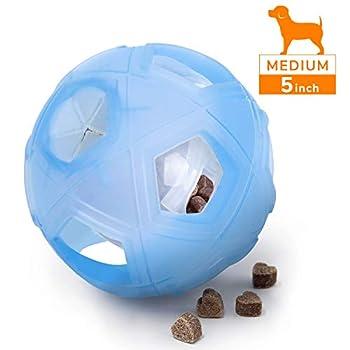 ★ JOUEZ PLUS INTELLIGENT avec votre chien avec le jouet de Boule de Distribution d'aliments de QI pour Chien. Remplissez-le avec ses friandises ou croquettes préférées et défiez-le de les sortir. Renforcez les capacités mentales de votre chien tout e...