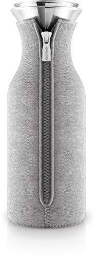 EVA SOLO – Kühlschrankkaraffe   skandinavisches Design   1 Liter  Borrosilikat-Glas, Edelstahl, Silikon   spülmaschinenfest   100{e20226ed246c8c57ed41e0375bc58f823809de6b7428071f67cab861b1cdd664} tropffrei – Light Grey Woven 1.0 l