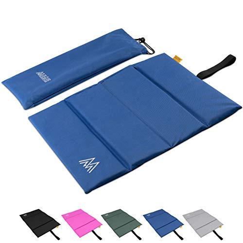 Mister Mountain® Großes Outdoor Iso-Sitzkissen 35x48x1,5cm Leicht Faltbar & Waschbar. Thermokissen, Sitzmatte Inklusive Tasche. Sitzkissen mit Schutz vor Kälte, Nässe, Schmutz & Hitze. (Dunkelblau)