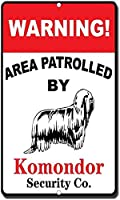 Komondorの目新しさおかしいメタルサインで巡回警告エリア