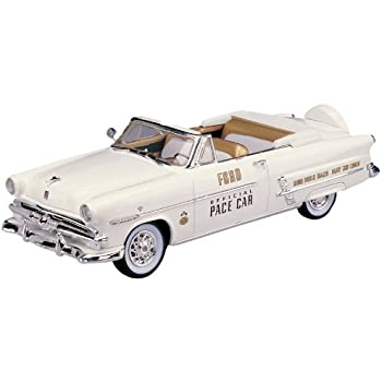Lindberg Models 1953 Ford Convertible Indy Pace Car