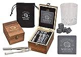 WOMA 4 Whisky Steine mit 1 Whiskey Glas, Zange, Untersetzer & Holz Geschenkbox - Whiskeysteine Geschenkset aus natürlichem Basalt - Eiswürfel Wiederverwendbar