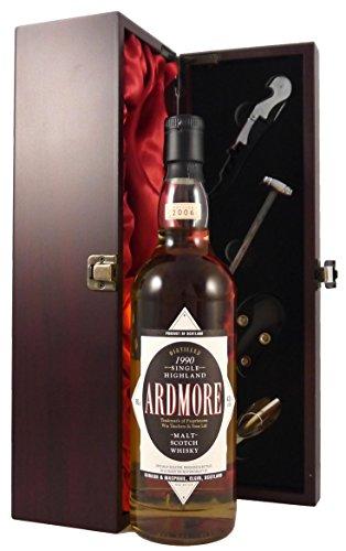 Ardmore 15 year Old Single Malt Whisky 1990 Gordon & MacPhail Bottling in einer mit Seide ausgestatetten Geschenkbox, da zu 4 Wein Accessoires, 1 x 700ml