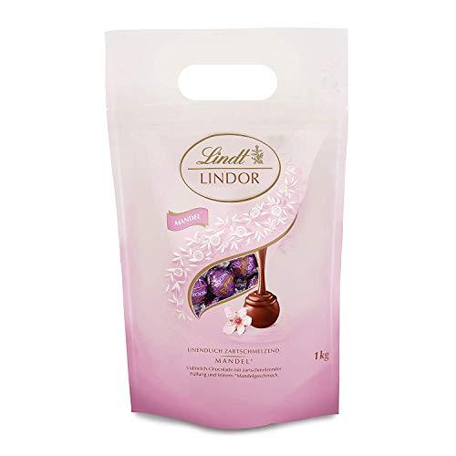 Lindt LINDOR Beutel Mandel, Milch-Schokolade mit zartschmelzender Füllung mit Mandelgeschmack, Geschenk, Großpackung (ca. 80 Kugeln), 1 kg