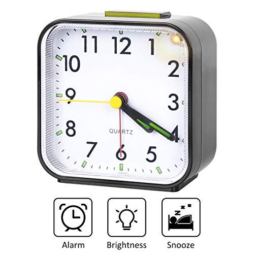 sanlinkee Digitale Alarm Klokken Nachtkastje, Digitale Klokken Nachtlampje Alarm Klok Batterij Aangedreven Kleine Tafelklok met Licht Snooze Functie voor Slaapkamer Office Home