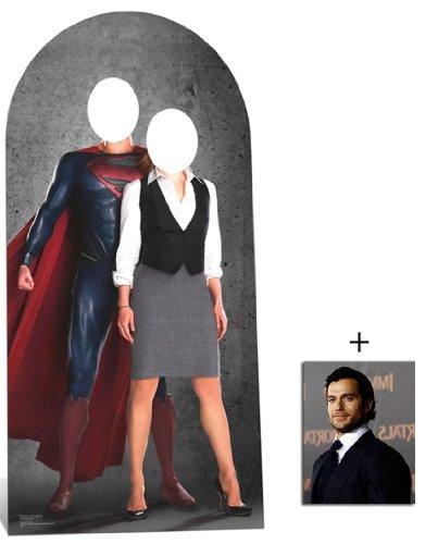 Man Of Steel Superman und Lois Lane Lebensgrosse Pappfiguren stehen hinter / Pappaufsteller mit 25cm x 20cm foto