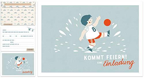 12 Einladungskarten Kindergeburtstag - Fußball - Geburtstagseinladungen für Jungen MIT Umschlag, Postkarten Set für Kinder, Geburtstag oder Einschulung, Fußballer Design, Blau Weiß Rot