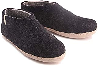 01296e7c43b Amazon.com  11.5 - Slippers   Shoes  Clothing
