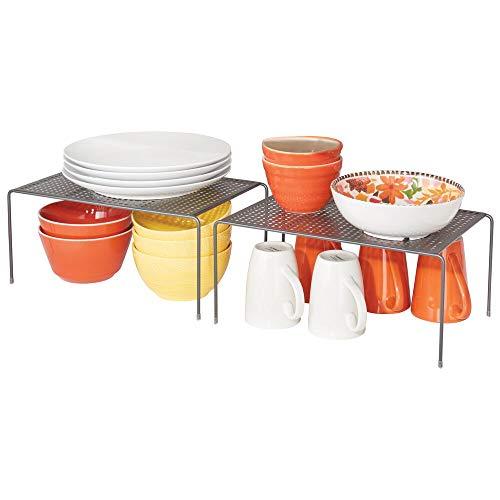 mDesign Juego de 2 estantes de cocina – Soportes para platos individuales de metal – Amplios organizadores de armarios para tazas, platos, alimentos, etc. – gris