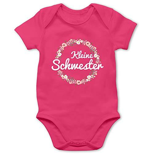 Geschwisterliebe Baby - Kleine Schwester Blumenkranz - 1/3 Monate - Fuchsia - Schwester Shirt Baby - BZ10 - Baby Body Kurzarm für Jungen und Mädchen