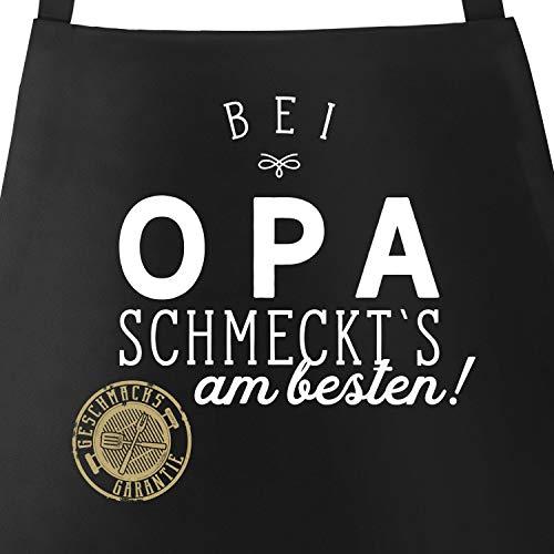 Preisvergleich Produktbild MoonWorks Grill-Schürze Küchenschürze mit Spruch Bei Opa schmeckt`s am besten Grillen Kochen Baumwoll-Schürze Küchenschürze schwarz Unisize