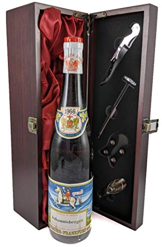 Johannisberger 1966 Nassaler Bros in einer mit Seide ausgestatetten Geschenkbox. Da zu vier Wein Zubehör, Korkenzieher, Giesser, Kapselabschneider,Weinthermometer, 1 x 750ml