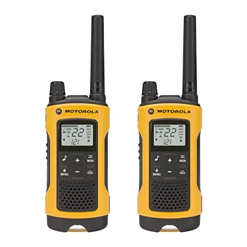 Motorola Talkabout T465 Rechargeable Two-Way Radio Bundle (Green) 3