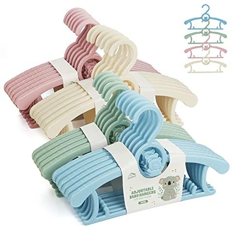 Anstore Confezione da 24 grucce in plastica colorata, estensibili per bambini, con ganci impilabili salvaspazio, antiscivolo, per bambini e vestiti