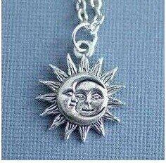 Halskette mit Kettenanhänger, Sonne und Mond an Halskette, Sun Edelstahl Charms, Silber Halbmond, Astrologie Halskette, Anhänger Ouija Board, silberfarbener Charm Sonne