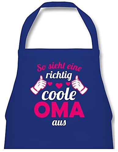 Shirtracer Schürze mit Motiv - So sieht eine richtig coole Oma aus Fuchsia - 60 x 87 cm (B x H) - Royalblau - So sieht eine richtig coole Oma aus - PW102 - Kochschürze für Männer und Damen