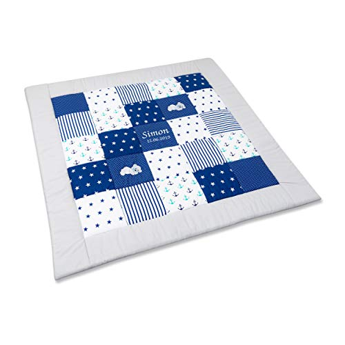 Amilian® Krabbeldecke Patchworkdecke Spieldecke Decke mit Namen und Datum M090 (105x105cm)