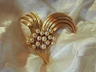 Eye Catching Vintage 1950's Huge Crown Trifari Gold Tone Faux Pearl Brooch