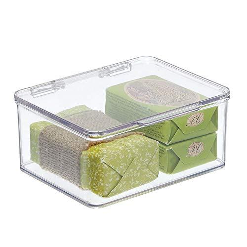 mDesign Badezimmer Box mit Deckel – praktische Kunststoff Box für Pflegeprodukte, Medikamente und Handtücher – stapelbare Aufbewahrungskiste – durchsichtig