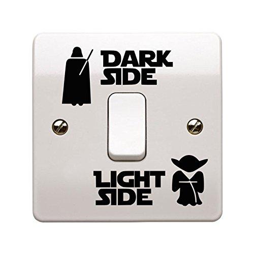 Adesivo in vinile per interruttore della luce, con lato oscuro e lato chiaro della forza, prodotto nel Regno Unito.