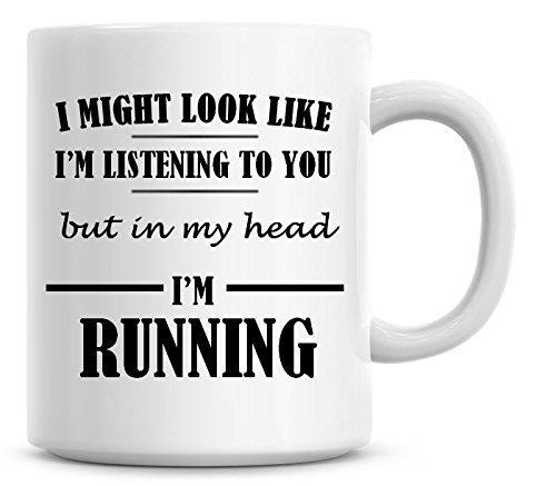 Yo podría aspecto Te estoy escuchando pero en mi cabeza i 'm Running Taza de café