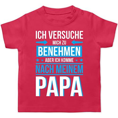 Sprüche Baby - Ich versuche Mich zu benehmen Aber ich komme nach Meinem Papa blau - 6/12 Monate - Fuchsia - Baby Tshirt Papa - BZ02 - Baby T-Shirt Kurzarm
