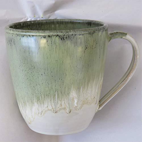 Tasse, Mega-Tasse beige-grün, handgetöpfert, Höhe ca. 11 cm, Inhalt ca. 0,5 l Steinzeug