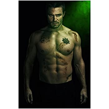 Arrow Stephen Amell as Oliver Queen SEXY and Shirtless with Six Pack 8 x 10 Photo