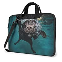 水のテーマブルーで泳ぐラブラドール犬 PCバッグ コンピューターバッグ ラップトップ 保護カバー 片方の肩 非表示 ポータブル 防水 耐震 多機能 おしゃれ 手で提げる パック
