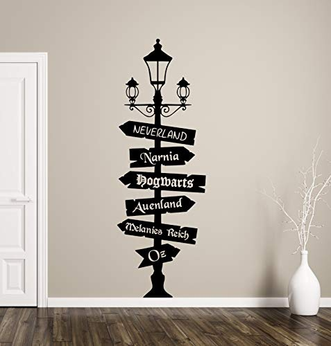 tjapalo® tk48 Wandtattoo Wegweiser Fantasy mit Wunschtext -ein Schild selbst gestalten- Fandom Hogwarts Oz Wonderland Wandaufkleber Wohnzimmer, Größe: H180xB58cm (Blickfang), Farbe: schwarz