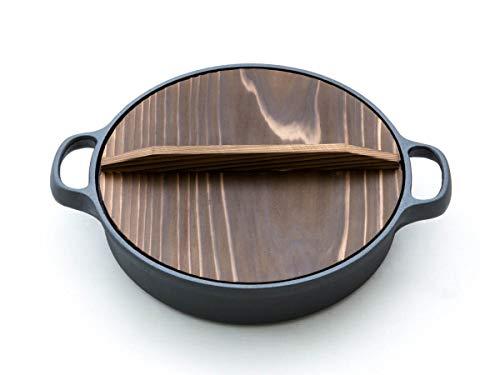 Oigen Gusseisen-Topf Dango, Ø 26cm, 6,5cm hoch. Mit Deckel aus Holz. Schmortopf für Induktion, Induktions-Herd, Ceran, Gas, Backofen, BBQ, Grill