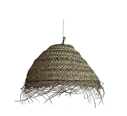 Lámpara de fibra natural. Lámpara colgante de techo. Lámpara de esparto con flecos. Lámpara de palma. Los materiales naturales triunfan en la decoración. (Cuyagua-XG)