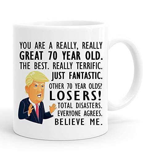 joey Taza Trump regalo de 70 cumpleaños, 325 ml, divertidas tazas de café Donald Trump Gag, regalos de cumpleaños para él, amigo, papá, hermano, marido, abuelo, compañero.