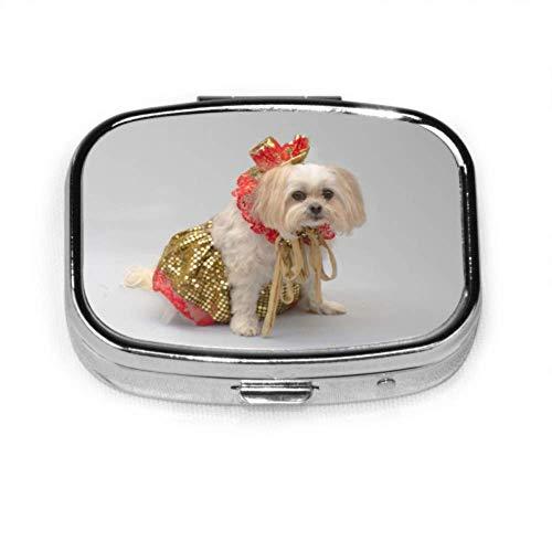 Pill Organizer Case, White Malteser Shitzu Hund verkleidet Weihnachten tragbare Pillendose kleine Pillendose für Geldbörse oder Tasche, quadratische Pillendose (2 Fächer)