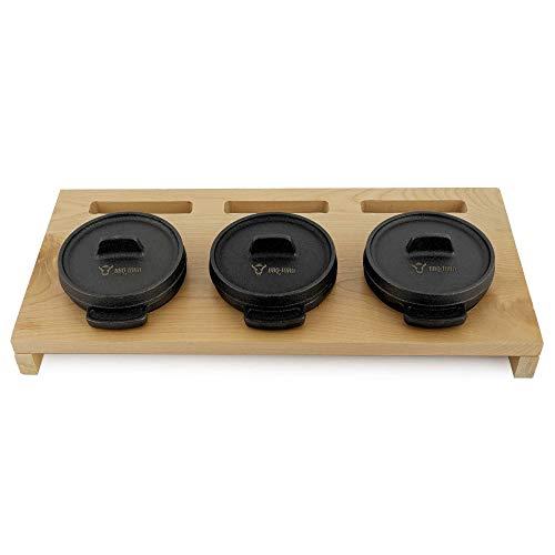 BBQ-Toro Mini Dutch Oven Set mit Holzunterlage | 3 x Ø 11 cm | Gusseisen 3er Set Serviertöpfe | bereits eingebrannt - preseasoned | Kochtopf Kleiner Bräter Gusstopf